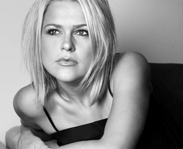 KINGA – Canadian Female Jazz Vocalist